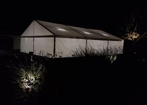 sia-teltis-pasakumiem-papildaprikojums-teltim-apgaismojums-led-dienas-gaismas-lampas-006.jpg