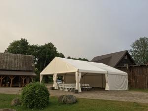 sia-teltis-pasakumiem-liela-telts-angars-023.JPG