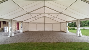 sia-teltis-pasakumiem-liela-telts-angars-042.jpg