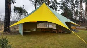 sia-teltis-pasakumiem-telts-zvaigzne-ar-sienam.jpg